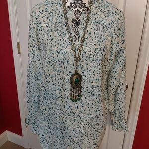 Green tunic with vintage necklace M